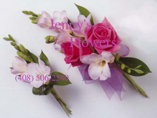 {Free 1 boutonniere for the Groom when order Bride's Bouquet}