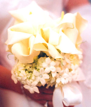 {Bouquet with Calla Lillies and Stephanotis with beads }