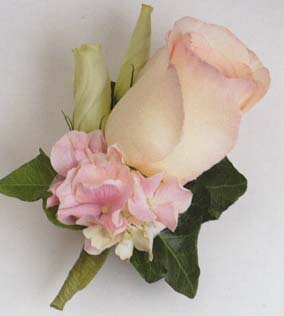 {boutonniere with Ivy and Roses}