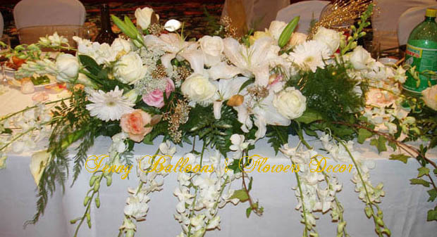 {Head Table with white Calla Lilies, White Siberia Lillies, orchids, Snapdragons, ivy, mixed roses, and Gerbera Daisies}