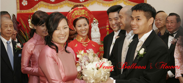 {Bestman gave bouquet to Bridemaid Trang}